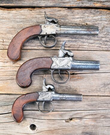 Small consealable antique percussion muff pistols made around 1850. 版權商用圖片 - 125589256