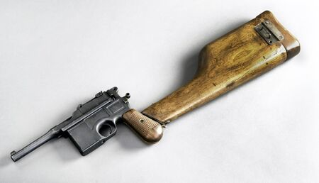 Antique German broomhandle pistol made around 1926 with attached wooden shoulder stock. Imagens