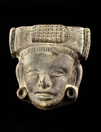 Pre Columbian face mask made around 800-1200 AD. Imagens