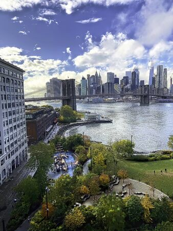 New Your City and Brooklyn bridge from Brooklin City view. Imagens