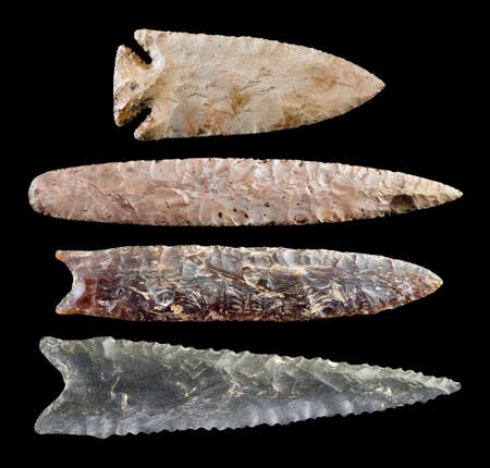 Real American Indian arrowheads made around 10,000 BC. Foto de archivo