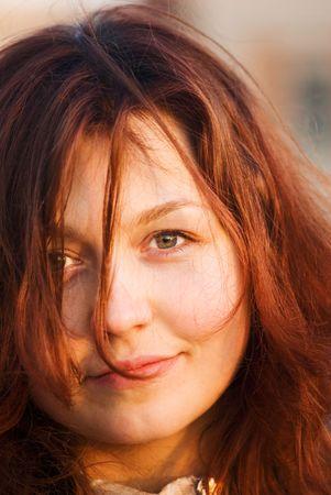 red haired girl: Ritratto di una ragazza dai capelli rossi