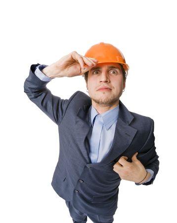 ingeniero caricatura: Joven vistiendo hardhat aislado en blanco