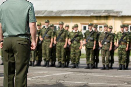 Soldados getting ready for desfile militar en el ej�rcito ruso Foto de archivo