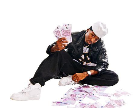 Cool Hip-hop junger Mann isoliert auf weiß mit vielen Zahlungsmittel