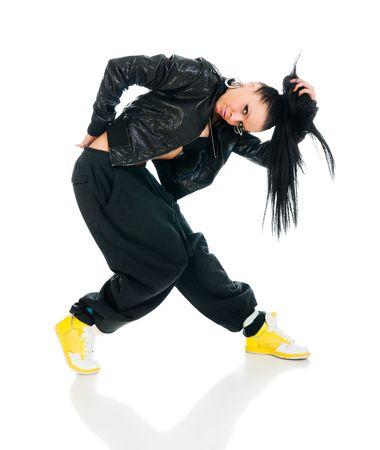 Cool actieve vrouwelijke hip-hop danser op witte achtergrond