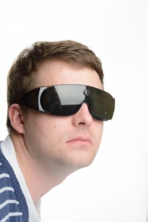steampunk goggles: El hombre con gafas futuristas ojo