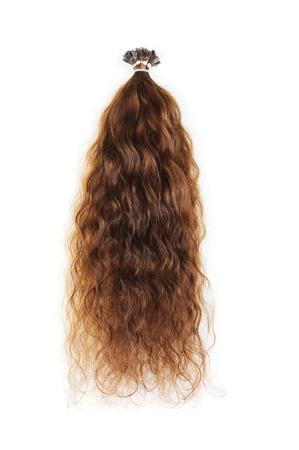 capelli castani: Estensioni per capelli castani isolato su uno sfondo bianco