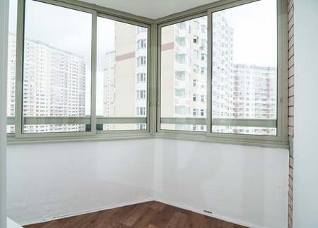 Modern home interior - empty room with windows 版權商用圖片