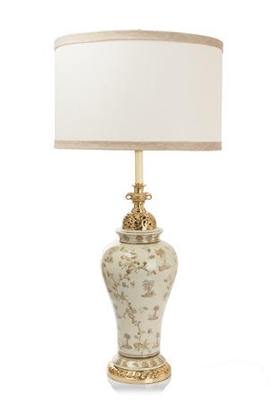 arredamento classico: Moderna lampada da tavolo di lusso isolato su sfondo bianco