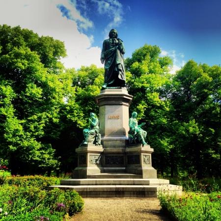 carl: Statue. Carl von Linn.