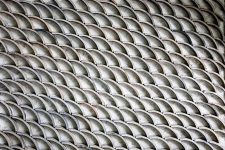 escamas de peces: Un pez un poco sucio escalas como patr�n en una pared. Foto de archivo