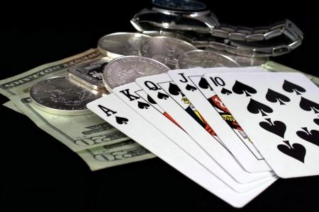Winning poker hand with cash jackpot