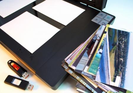 Escáner fotográfico con fotos y unidades de memoria flash para el almacenamiento