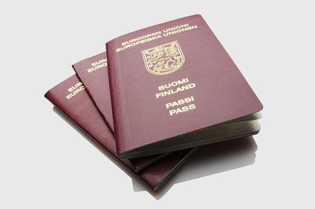 finland�s: Aislados finland�s mont�n de pasaportes Foto de archivo