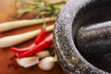 Mortar with thai spices (garlic, chili, pepper, lemon grass) Фото со стока - 698615