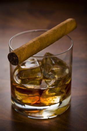 drunks: Whisky glass with havanna cigar on the table