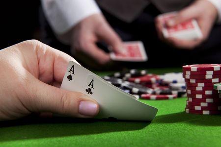 cartas de poker: Jugar al p�quer en el casino con mano ganadora (as par)