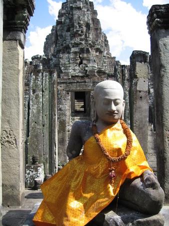 カンボジアのアンコール ワットのオレンジ カバーと仏 写真素材