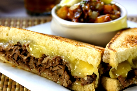 Prime Rib Sandwich with White Cheddar Imagens