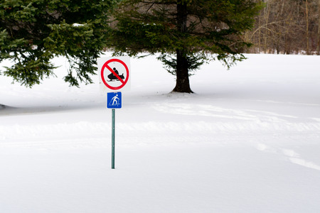 No Snowmobiling Sign 版權商用圖片