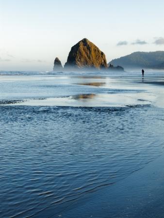 Haystack Rock, Cannon Beach, Oregon Foto de archivo - 15813499
