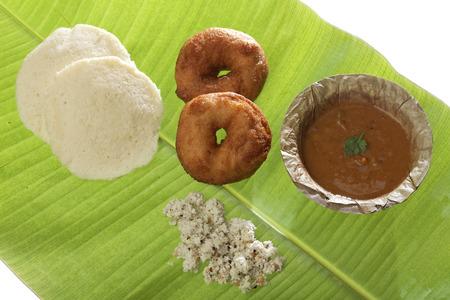 fried snack: Indian fried snack medu vada  idli with coconut chutney and sambhar.