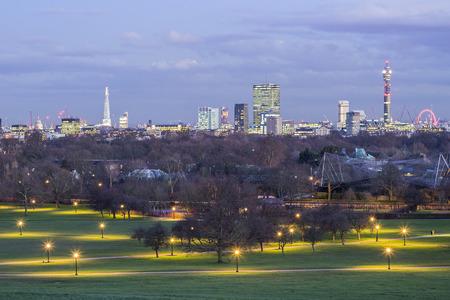 앵 초 언덕에서 런던의 스카이 라인