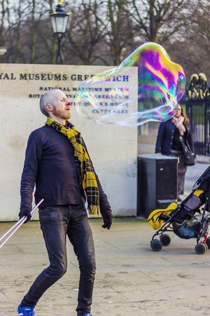 greenwich: Bubble-making clown in Greenwich Park in London.