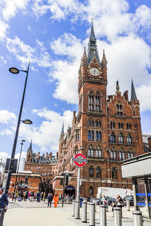 pancras: Kings cross St Pancras tube and train station in London.