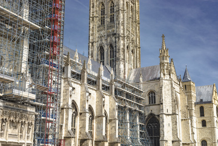 Canterbury, England - June 24, 2018: Construction scaffoldings around the iconic landmark of the Canterbury Cathedral for its renovation in Kent, United Kingdom. Editoriali