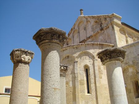 largest: roman columns in fron of the 11th-century, three-naved Basilica of San Gavino, which was built using only precious hardstones like marble, porphyry and granite, is the largest Romanesque church in Sardinia.