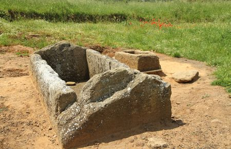 etruscan: etruscan tomb, Baratti archaeological site, Italy