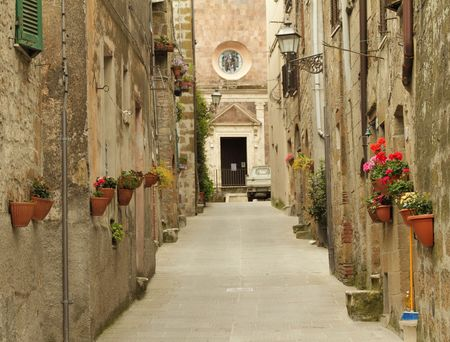 narrow street in Tuscany, Italy Stock Photo - 7943546