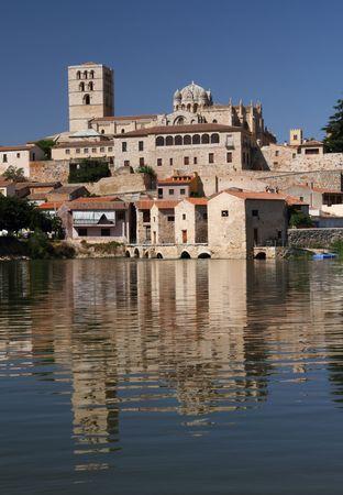 zamora: Romanesque cathedral of Zamora on river Duero, Spain Stock Photo