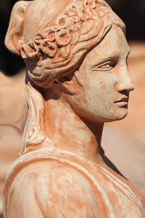 arte greca: decorazione bella statua femminile classico in terracotta, Impruneta, Firenze, Italia Archivio Fotografico