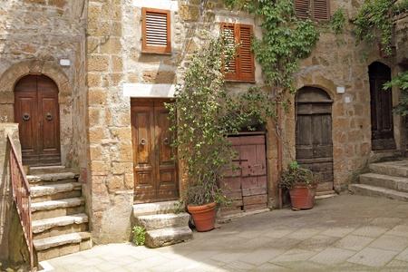 Malerischen Winkel im italienischen Dorf Pitigliano, Europa Standard-Bild - 12170415