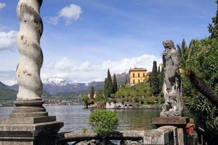 lake como: Fantastisch landschap van het Comomeer vanuit tuinen van Villa Monastero, Varenna, Lombardije, Italië, Europa