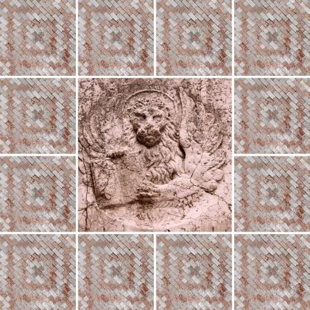 leon alado: collage veneciano con el le�n con alas - s�mbolo de San Marcos - enmarcado en m�rmol mosaico veneciano Foto de archivo