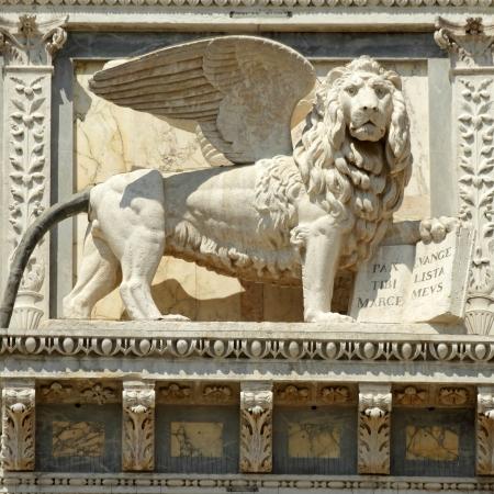 leon alado: le�n alado labrado en la fachada del edificio Scuola Grande di San Marco, ahora veneciano hospital, Venecia, V�neto, Italia, Europa