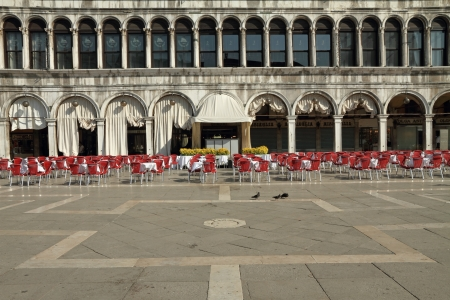 vecchie: Quiet  Piazza San Marco in the early morning with buildings of  the  Procuratie Vecchie, place of old, famous and expensive coffee houses as Caffe Quadri, Lavena  Venice, Italy Editorial