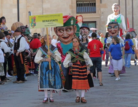 zamora: ZAMORA, SPAIN - AUGUST 29  Many latin festivals include costumed figures known as Gigantes y Cabezudos  Giants and Big-Heads   Such figures from Benavente walking on Aug  29, 2010 in Zamora