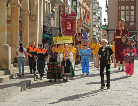 basque woman: ZAMORA, SPAIN - AUGUST 29  Many latin festivals include costumed figures known as Gigantes y Cabezudos  Giants and Big-Heads    Parade of such figures from Camarzana on Aug  29, 2010 in Zamora