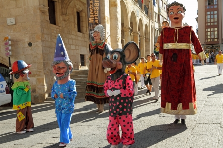 basque woman: ZAMORA, SPAIN - AUGUST 29  Many latin festivals include costumed figures known as Gigantes y Cabezudos  Giants and Big-Heads    Parade of such figures  on Aug  29, 2010 in Zamora