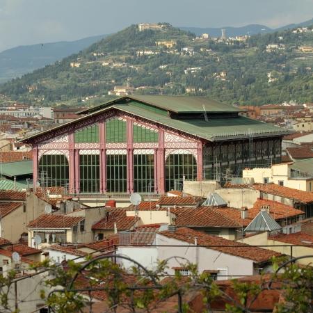 Der Mercato Centrale Central Market oder Mercato di San Lorenzo und florentinischen Hügel, Florenz, Italien Standard-Bild - 21758470