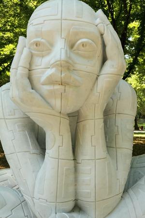 ser humano: FLORENCIA - 7 DE JULIO Escultura Lettere Implose por el artista italiano Rabarama durante la exposici�n ANTICOnforme el 7 de julio de 2011 en Florencia Rabarama trabaja sobre las relaciones entre el ser humano y su corporeidad