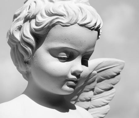 angeles bebe: cara angelical - detalle de la estatua en Italia