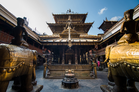 Kathmandu,Nepal -October 16,2018 : Hiranya varna mahavihar(Golden temple) is situated within the world heritage zone of Latipur (Patan) Foto de archivo - 113415537