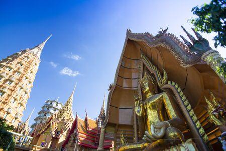 Tiger Cave Temple (Wat Tham Sua) in Kanchanaburi, beliebt bei Touristen und Ausländern.