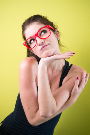 donna sexy: Sexy donna con gli occhiali rossi